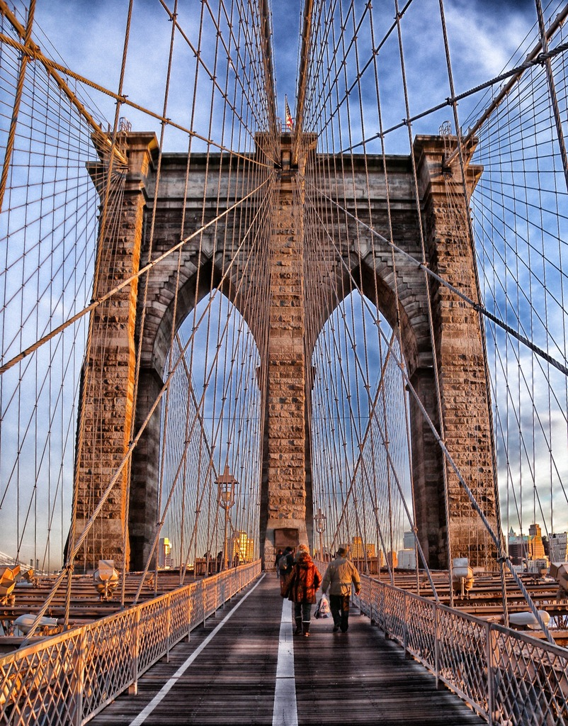 Symmetrical Shot Of The Brooklyn Bridge Wallpaper